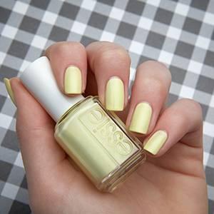 chillato - pistachio light green nail polish & nail color - essie